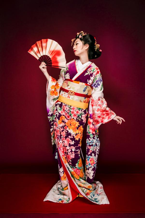 hair&make 山田磨由美068 業界誌「IZANAGI」表紙&特集ページのサムネイル